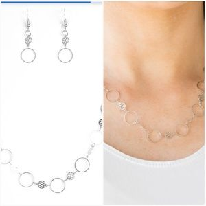 DEMURELY DAINTY SILVER NECKLACE/EARRING SET
